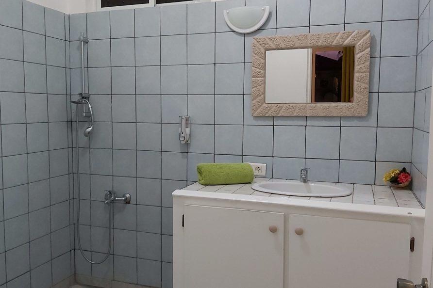 Fare Poe - salle de bain
